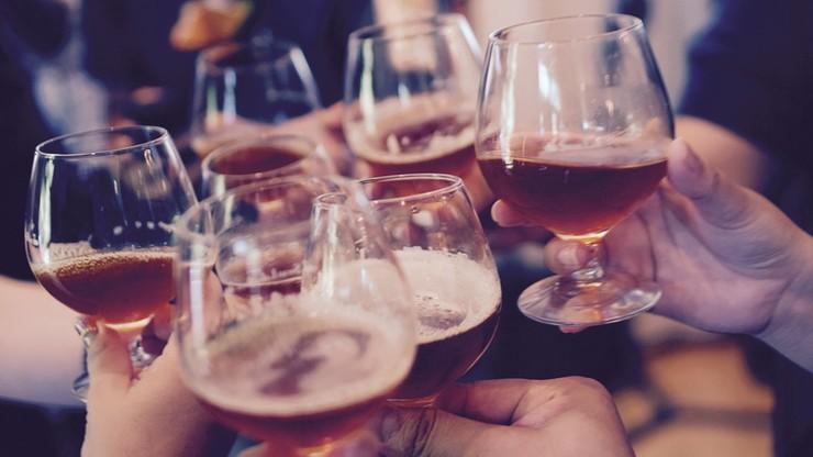 Większość Polaków pije alkohol, ale nie wie ile
