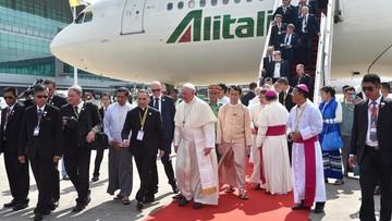 """27-11-2017 15:41 """"Kurtuazyjna wizyta"""". Papież spotkał się z dowódcą sił zbrojnych w Birmie"""