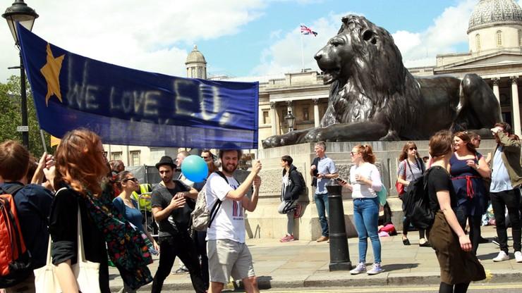 Niemcy i Francja: przyznajmy Brytyjczykom drugie obywatelstwo i paszporty