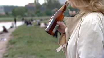 10-08-2017 16:57 93 proc. polskich nastolatków dostaje swój pierwszy alkohol dzięki dorosłym. Tylko 7 proc. zdobywa go samodzielnie