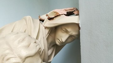 13-07-2017 14:02 Wandale uszkodzili Pietę z kościoła kapucynów w Warszawie