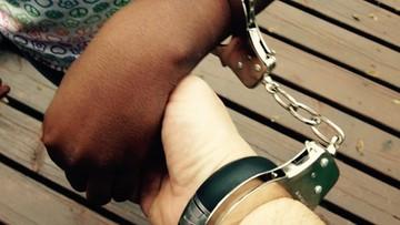 10-08-2016 12:45 Kajdanki zamiast obrączek. Austriacka policja udaremniła dwa fikcyjne małżeństwa
