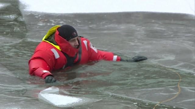 Śmiertelne niebezpieczeństwo! Tej zimy pod lodem zginęło już 20 osób