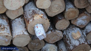 Przemycali papierosy w drewnianych balach. CBŚP przejęło kontrabandę z Białorusi