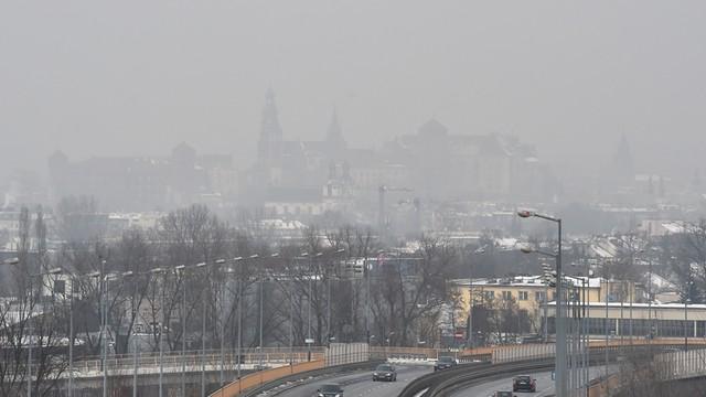 Bardzo złe powietrze w Krakowie; czwarty dzień darmowej komunikacji
