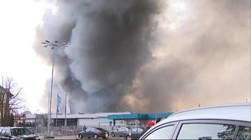 Płonie hala magazynowa w Kluczach. Część mieszkańców ewakuowana