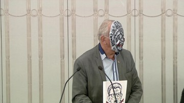2017-12-12 Awantura w Senacie. Rulewski w masce Ust Prawdy podczas debaty o projektach ustaw o KRS i SN
