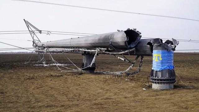 Ukraina: Podłączono jedną linię energetyczną na okupowany Krym