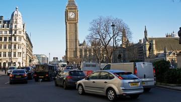 23-10-2017 19:51 Londyn walczy z zanieczyszczeniem powietrza. Kierowcy muszą płacić