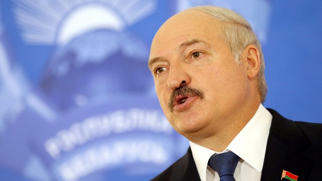 UE znosi sankcje wizowe i finansowe wobec Białorusi