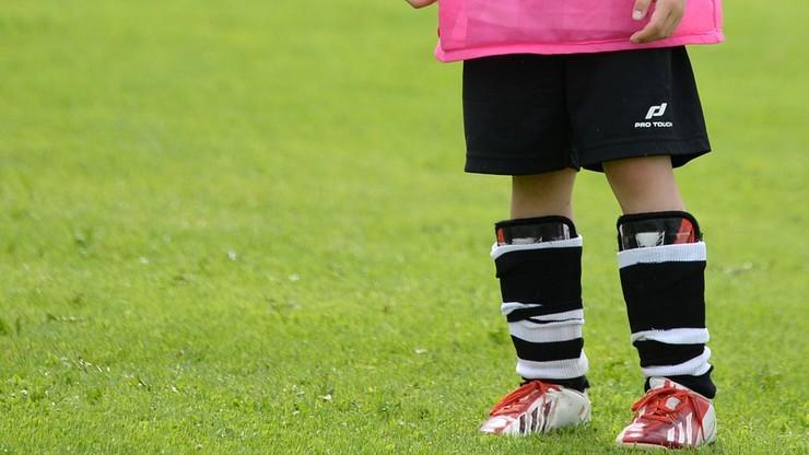 Dzieci poza boiskiem. UEFA apeluje do piłkarzy