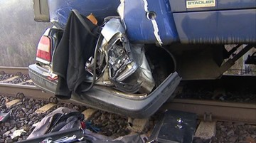 10-11-2016 10:38 Dróżnik nie opuścił zapór. Nie żyje kierowca, który nie spodziewał się pociągu na przejeździe