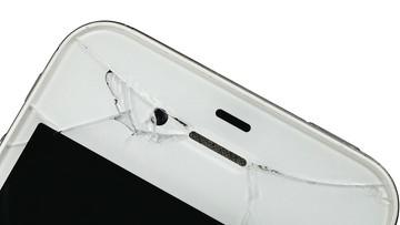 """20-08-2017 11:51 Samonaprawiający się ekran. Motorola opatentowała """"polimer zapamiętujący kształt"""""""