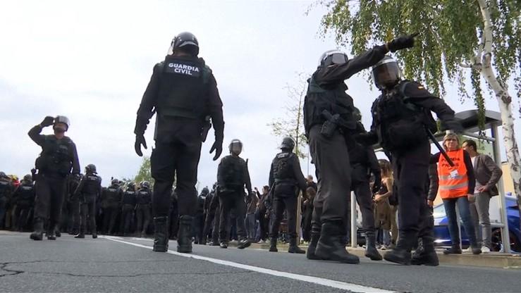 Konfrontacje pomiędzy Gwardią Cywilną a katalońską policją podczas referendum