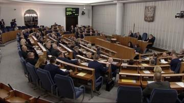 12-02-2016 14:07 Senatorowie debatują nad ustawą wprowadzającą program 500+