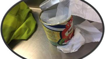 27-04-2017 10:11 Polki przemycały amfetaminę ukrytą w puszkach po konserwach