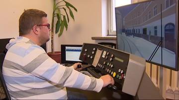 Motorniczy w Krakowie trenują za sterami symulatora jazdy tramwajem