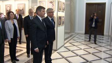 10-04-2016 07:50 Kwiaty w parlamencie. Marszałkowie Sejmu i Senatu uczcili pamięć ofiar katastrofy smoleńskiej