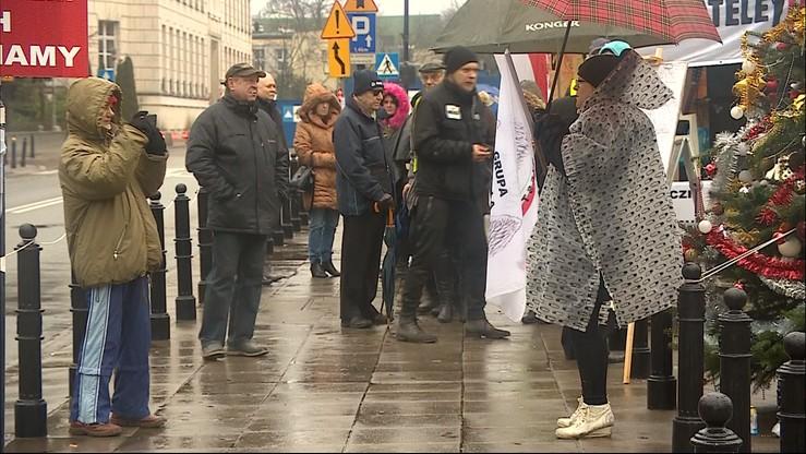 Manifestacja poparcia dla posłów opozycji