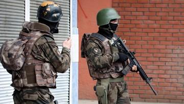 16-03-2016 08:54 Turcja: oddziały antyterrorystyczne weszły do 32 miejsc. Zatrzymano 20 osób