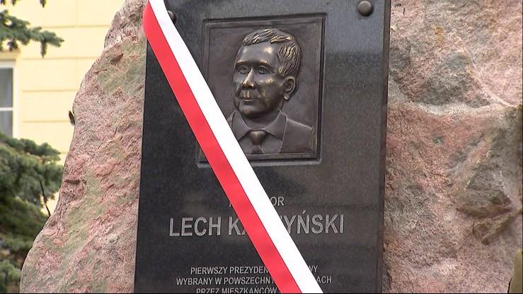 Poprzednia paskorzeźba przedstawiająca Lecha Kaczyńskiego