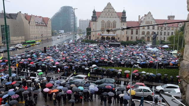 Poznań: pięciu rannych funkcjonariuszy po czarnym proteście