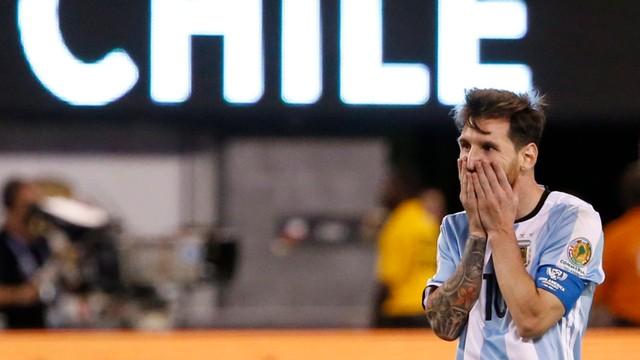 Maradona wzywa Messiego do zmiany zdania: Jest mi bardziej przykro niż komukolwiek innemu
