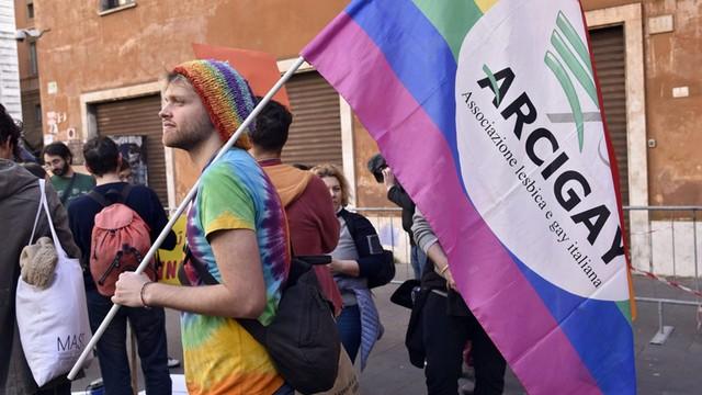 Włochy: Senat przyjął ustawę o związkach cywilnych osób tej samej płci