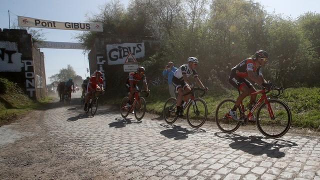 Paryż-Roubaix - wygrana Van Avermaeta, ostatni wyścig Boonena