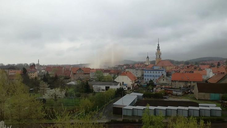 2017-04-08 Zawaliła się kamienica w Świebodzicach. Wideo od użytkownika Jacek