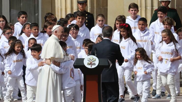 """""""Wiele czasu upłynęło na nienawiści i zemście"""". Papież w Kolumbii"""