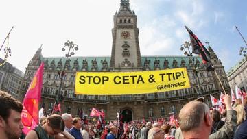 """17-09-2016 18:40 """"STOP CETA - STOP TTIP"""". Demonstracje przeciwko umowom o wolnym handlu"""