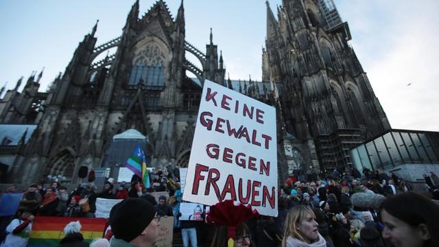 Niemcy: Policja otrzymała ponad 800 zawiadomień ws. napaści w Kolonii