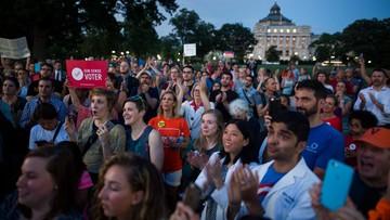 23-06-2016 05:14 Chcą ograniczeń w dostępie do broni. Protest w USA