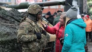 Uroczyste powitanie amerykańskich wojsk w Żaganiu