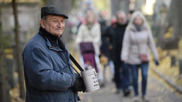 Warszawa: Ponad 215 tys. zł zebrano podczas kwesty na Starych Powązkach