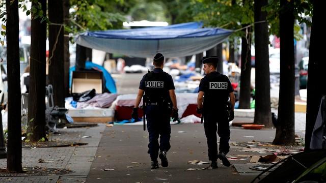 Francja: rozpoczęto budowę żelbetowego muru w Calais