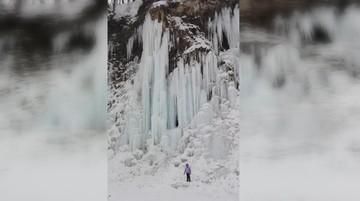 2017-01-19 Lodospad w Rudawce Rymanowskiej. Ze skał zwisają lodowe organy