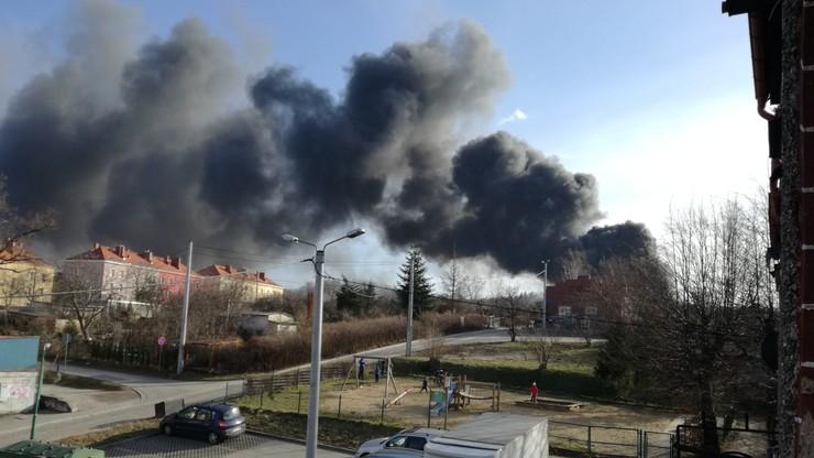 Pożar hali w Świebodzicach na Dolnym Śląsku