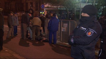 21-12-2016 20:01 Demontaż barierek przed Sejmem