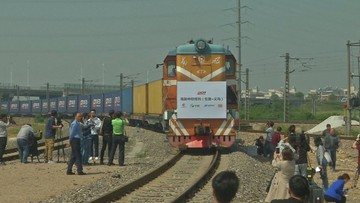 29-04-2017 08:47 Whisky i odżywki dla dzieci. Pierwszy pociąg towarowy z Wielkiej Brytanii dotarł do Chin