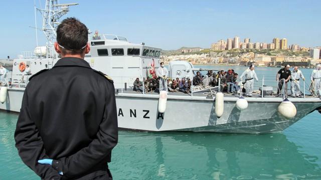 Włochy: uratowano 1300 migrantów na Morzu Śródziemnym