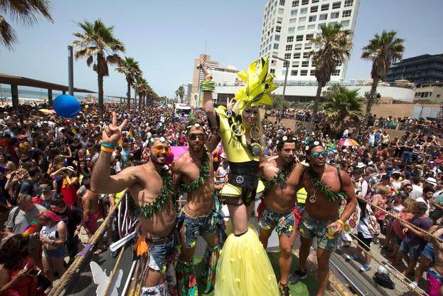 Setki tysięcy osób na Paradzie Równości przeszły ulicami Tel Awiwu