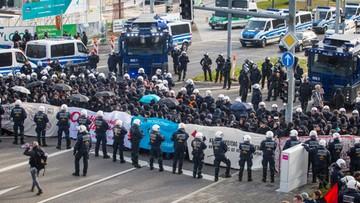 """30-04-2016 14:48 """"Uchodźcy zostają, naziści won"""". Zamieszki przed zjazdem antyislamskiej AfD"""