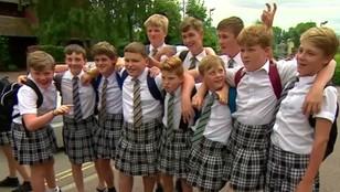 Anglia: chłopcy w spódnicach - to forma protestu
