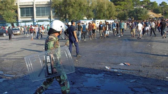 Kolejne starcia policji z uchodźcami na Lesbos