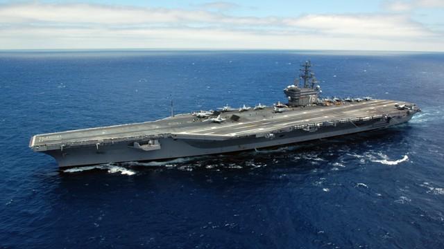 Amerykanie demonstrują swoją potęgę. Potężny lotniskowiec ćwiczy wraz z Japończykami