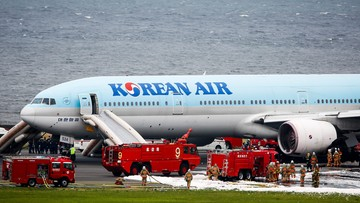 27-05-2016 09:03 Pożar samolotu na lotnisku w Tokio. Pasażerowie ewakuowani