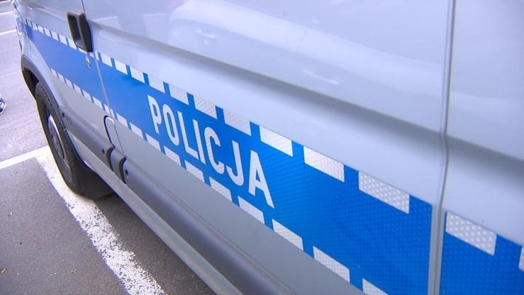Groziła policjantom nożem. 63-latka usłyszała zarzuty