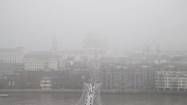 W. Brytania: z powodu mgły na Heathrow odwołano ok. 100 lotów